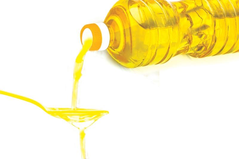 Xử lý chìa khóa bị kẹt bằng dầu ăn