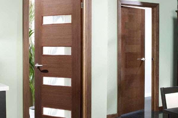 Cửa gỗ phong cách hiện đại có thiết kế đơn giản