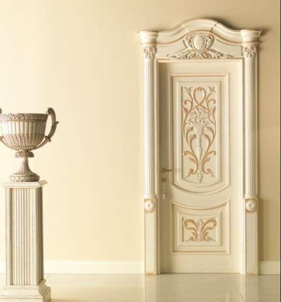 Cửa gỗ phong cách cổ điển chạm khắc cầu kỳ