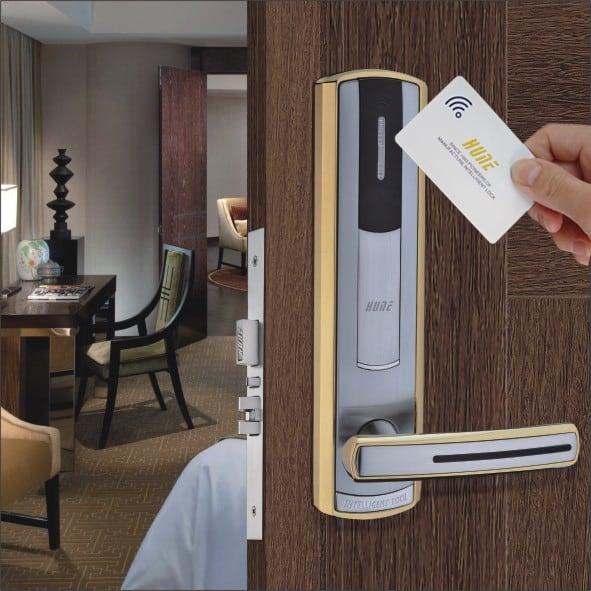 ưu điểm khóa cửa bằng thẻ từ